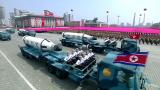 Pohjois-Korea esitteli sotakalustoaan juhlavassa paraatissa