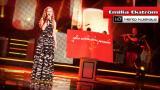 Laulajaporukan kuopus Emilia Ekström esittää kappaleen Hento kuiskaus | Hd
